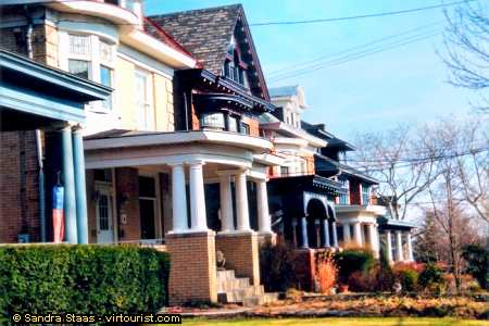 38/49.- Pittsburgh, Squirrel Hill, Houses. VIRTOURIST.COM