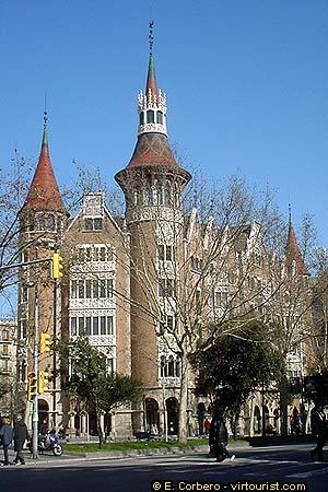 Barcelona casa de les punxes travel guide virtourist com barcelona - Casa de las punxes ...