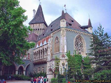 36 38 Budapest Vajdahunyad Castle Virtourist Com