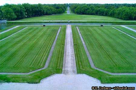 11/25.- Chambord, the Chateau gardens. VIRTOURIST.COM