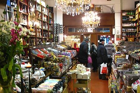 18. Bologna, downtown shop. VIRTOURIST.COM